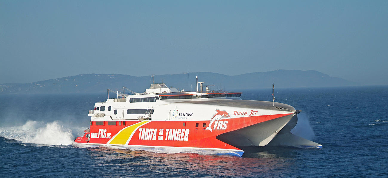 Shows the tarifa jet at full speed at sea.